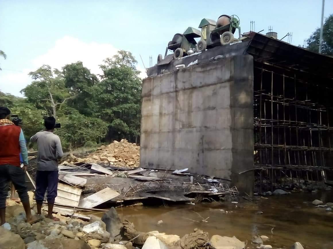 Photo of पूल निर्माण करते वक्त छत  गिरी  -11 श्रमिक घायल  6  गंभीर अवस्था में राउरकेला रेफर